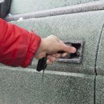 Jak uruchomić samochód zimą?